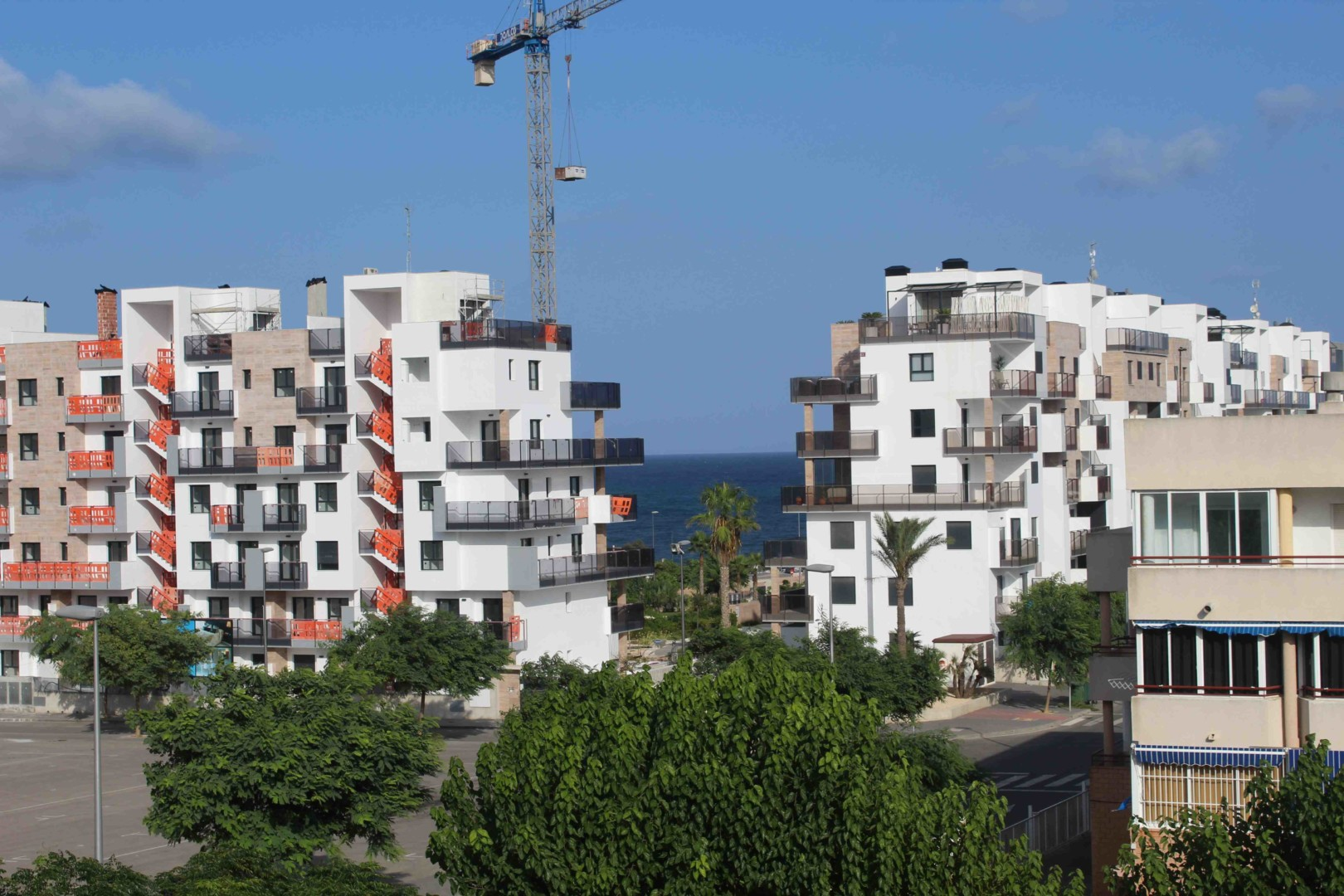 Apartamento con Piscina Comunitaria en Mil Palmeras