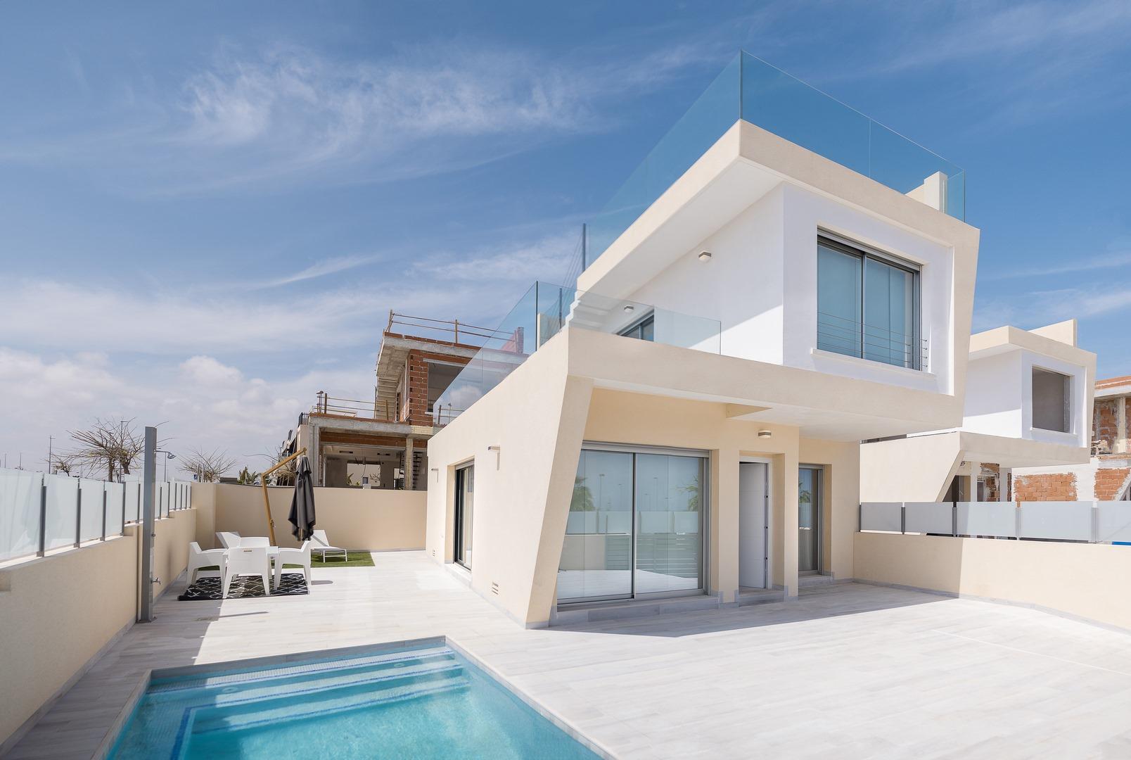 Villa con piscina a 100 metros de la Playa de Mil Palmeras