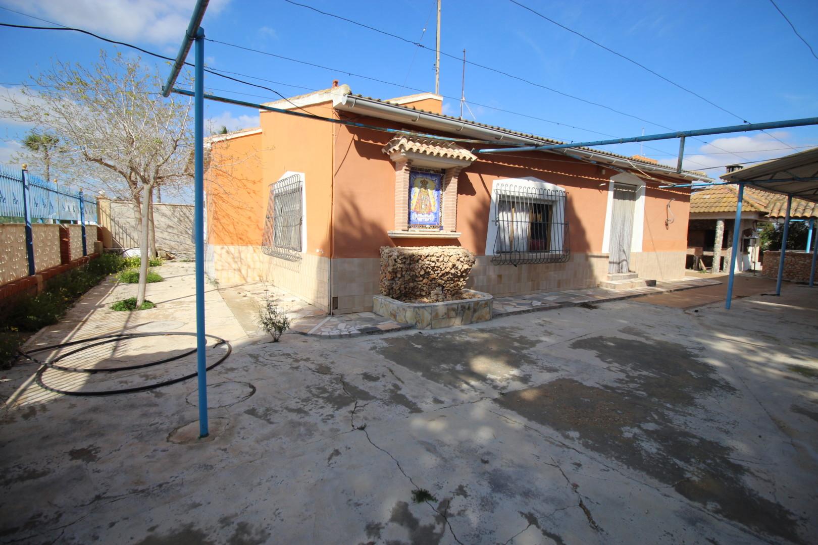 Casa de campo en magnífica zona residencial, entre Avileses y El Mirador, con un terreno de 1.100 m2.