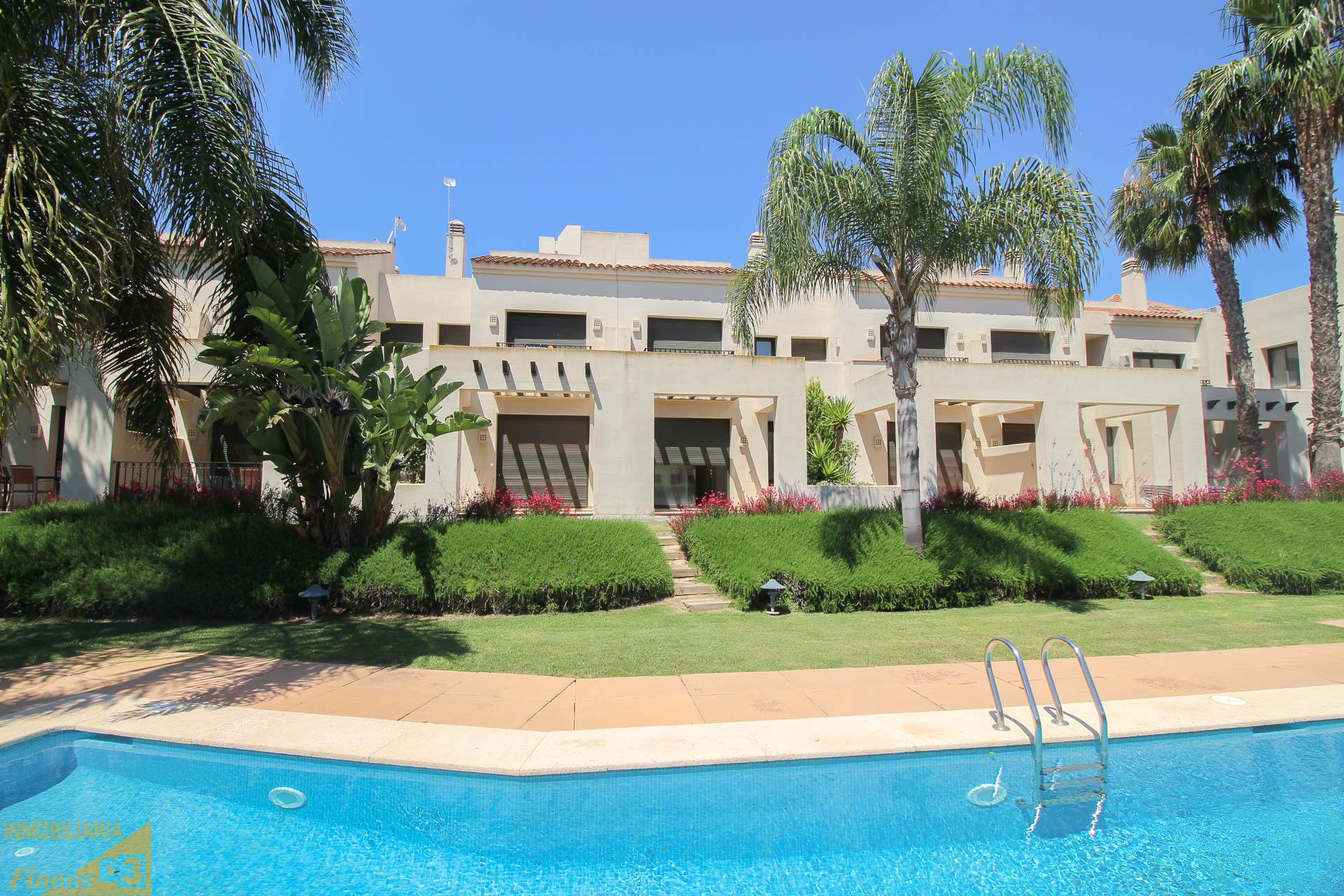 OPORTUNIDAD! Maravillosa vivienda tipo duplex en el prestigioso resort RODA GOLF BEACH RESORT.